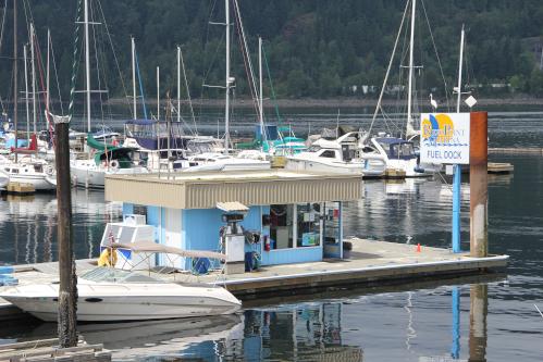 Reed-Point-Marina-Fuel-Dock.jpg